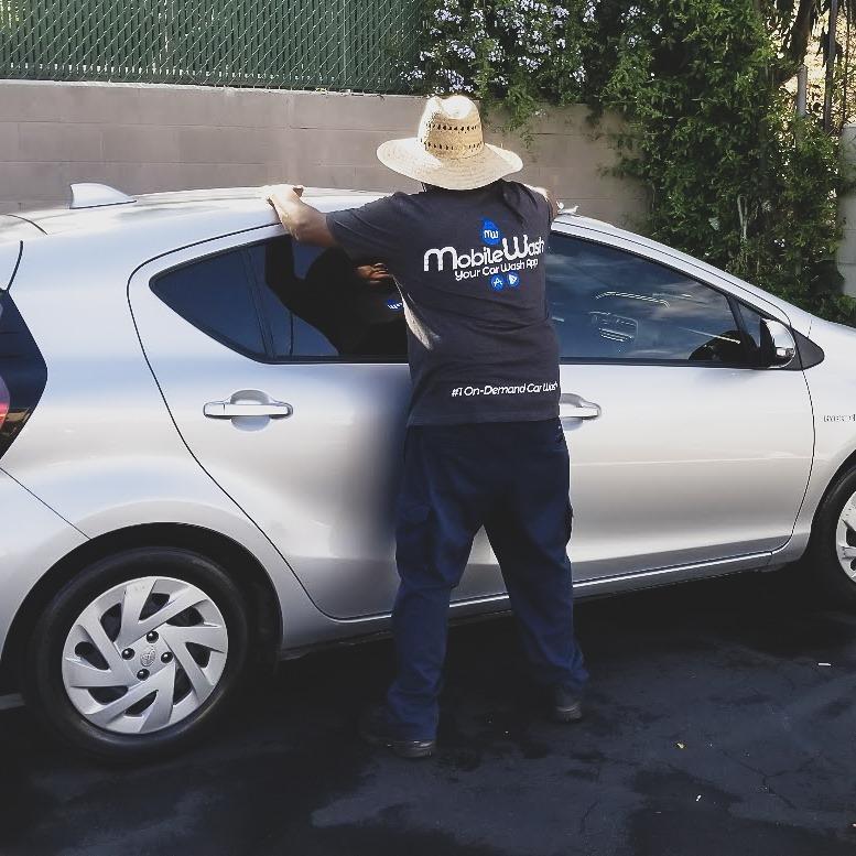 a mobile auto detailing near santa ana